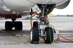 Flygbuss A380-800, emirater Arlines, Vaclav Havel International flygplats, Ruzyne, Prague, Tjeckien arkivbilder