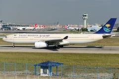Flygbuss A330-343 för HZ-AQG Saudi Arabian Airlines Arkivbilder