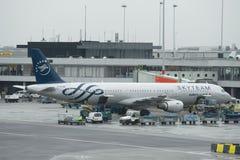 Flygbuss A321-212 F-GTAE av Air France SkyTeam livré på service på den Schiphol flygplatsen amsterdam Nederländerna Royaltyfri Foto