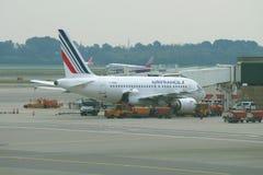 Flygbuss A318-111 F-GUGD Air France på den Malpensa flygplatsen, Milan Arkivbild