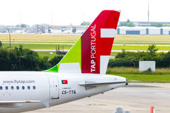 Flygbuss A 319 - 111 från TAP Portugal på flygplats arkivfoton