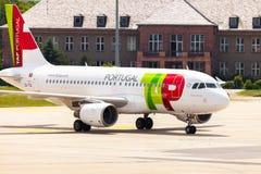 Flygbuss A 319 - 111 från TAP Portugal på flygplats royaltyfri bild