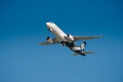 Flygbuss A320 i flykten Royaltyfria Bilder