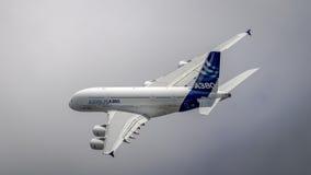Flygbuss A380 i flykten Royaltyfria Foton
