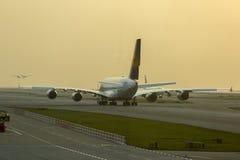 Flygbuss A380 i Lufthansa flotta på den Hong Kong flygplatsen Fotografering för Bildbyråer
