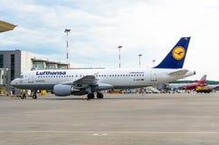 Flygbuss A320 Lufthansa Ryssland St Petersburg Augusti 10, 2017 Royaltyfria Foton