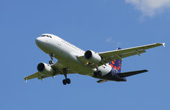 Flygbuss A319-111 OO-SSU Brussels Airlines, innan att landa i den Pulkovo flygplatsen Royaltyfria Foton