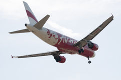 Flygbuss A320 216 som är klar för att landa Royaltyfri Foto