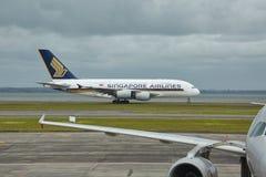 Flygbuss A380 som tar av arkivbilder