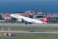 Flygbuss A340-313X ADANA för TC-JDN Turkish Airlines Royaltyfri Bild
