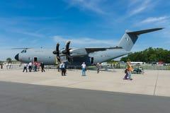 Flygbussen A400M Atlas är flygplan för transport för multinationell fyra-motor turbopropmotor ett militärt Arkivfoto