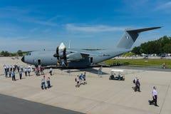 Flygbussen A400M Atlas är flygplan för transport för multinationell fyra-motor turbopropmotor ett militärt Arkivbild