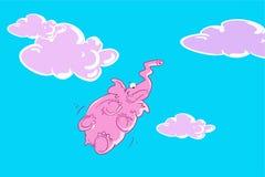 Flyger den rosa elefanten för den roliga tecknade filmen i ljuset för blå himmel vith - violetta moln, nedersta sikt Fotografering för Bildbyråer