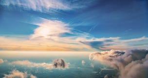 Flyget över moln Royaltyfria Bilder