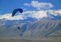 flyget macedonia hoppa fallskärm arkivbild