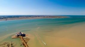 Flygfotografering av ön för fort Louvois och Oleron i Charente royaltyfria bilder