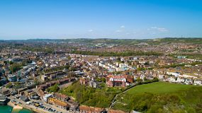 Flygfotografering av den Folkestone staden, Kent, England arkivfoto