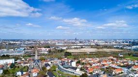 Flygfotografering av den Nantes staden från Reze arkivbild