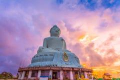 flygfotografering den vita stora Phuket's stora Buddha i Arkivfoton