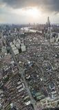Flygfotografering p? Shanghai bundhorisont av skymning arkivfoton