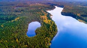 Flygfotografering, sjöar och skog fotografering för bildbyråer