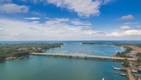 flygfotograferingSarasin bro Phuket Arkivfoton