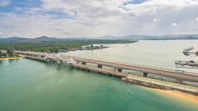 flygfotograferingSarasin bro Phuket Arkivfoto