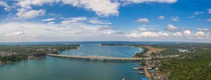 flygfotograferingSarasin bro Phuket Arkivbilder