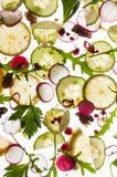 Flygfrukter och grönsaker på ljus vit Royaltyfria Foton