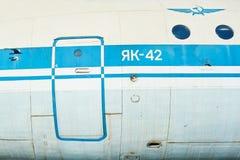 Flygkropp av gammalt sovjetiskt flygplan YAK-40 Royaltyfri Bild