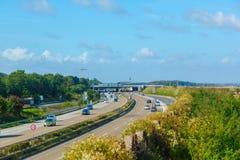 Flygplan över autobahnen Fotografering för Bildbyråer