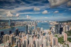 Flygplan över Hong Kong arkivbild
