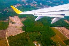 flygplan clouds den slappa siktsfönstervingen Arkivfoton