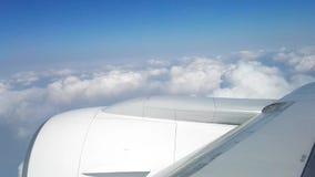 flygplan clouds flyg över arkivfilmer