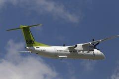 Flygplan för AirBaltic De Havilland Kanada DHC-8-402Q streck 8 Royaltyfri Bild