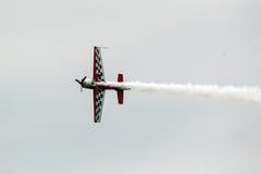 Flygplan för blåa änglar i flykten royaltyfri foto