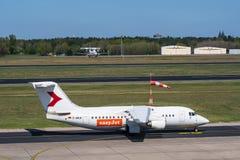 Flygplan för brittisk rymd 146-200 för D--AWUEeasyJet på den Berlin Tegel flygplatsen Arkivbild