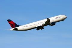 Flygplan för Delta Air Lines flygbuss A330 Arkivfoto