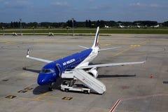 Flygplan för ER-ECB Air Moldova Embraer ERJ-190 på parkeringsområdet Arkivfoton