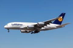 Flygplan för flygbuss A380-800 av det Lufthansa flygbolaget Arkivfoton