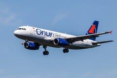 Flygplan för flygbuss A320 av Onur Air Arkivfoto