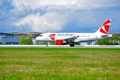 Flygplan för flygbuss A319 för CSA Czech Airlines efter ankomst på Pulkovo den internationella flygplatsen i St Petersburg, Ryssl Royaltyfria Bilder