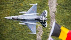 Flygplan för jaktflygplan F16 Arkivfoto
