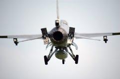 Flygplan för kämpe F16 i midair Arkivbild