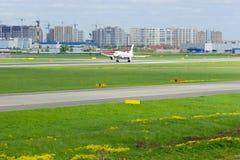 Flygplan för Rossiya flygbolagflygbuss A319-113 i Pulkovo den internationella flygplatsen i St Petersburg, Ryssland Arkivbilder