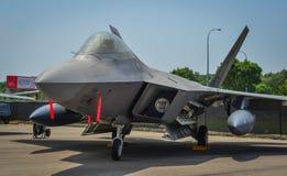 Flygplan för rovfågel F-22 i Changi, Singapore fotografering för bildbyråer