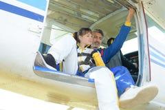 Flygplan för Skydiver ombord Royaltyfri Bild