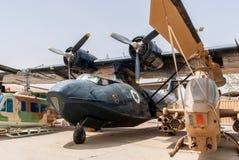 Flygplan för slut PBY Catalina för Klocka Huei AH-1G kobrahelikopter Arkivbilder