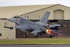 Flygplan för stråle för kunglig nederländsk falk för flygvapenKoninklijke Luchtmacht General Dynamics F-16AM stridighet militärt  fotografering för bildbyråer