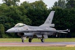 Flygplan för stråle för kunglig nederländsk falk för flygvapenKoninklijke Luchtmacht General Dynamics F-16AM stridighet militärt  Arkivfoton